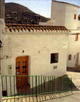 Outside the house available to rent in Torrox.