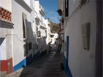 Calle Fe. The street where the village house to rent in Torrox is located